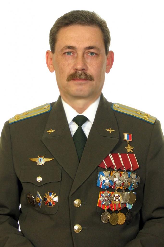 всего полковник в отставке андрей васильевич разведчик страны россии прогулке щенок активно