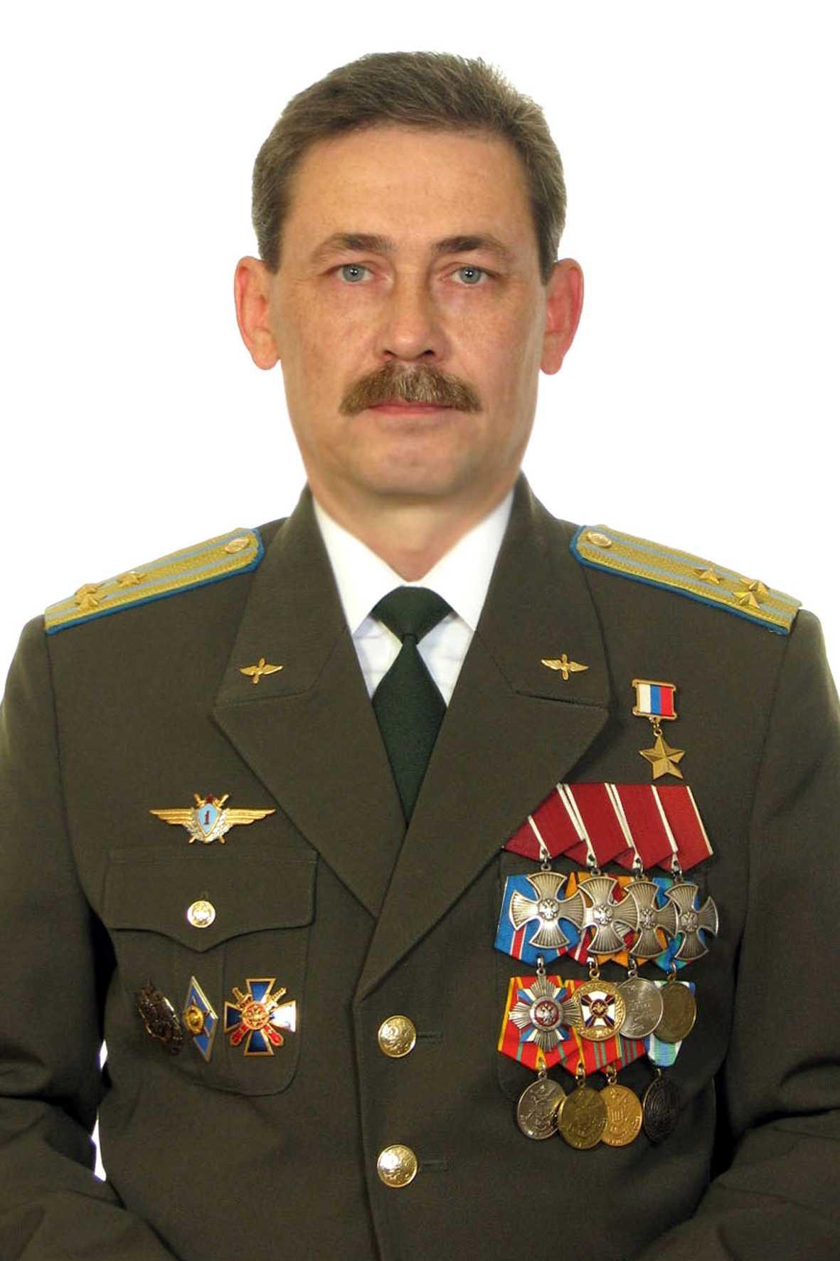 Герой Российской Федерации Полковник ВОЛОВИКОВ Андрей Валентинович