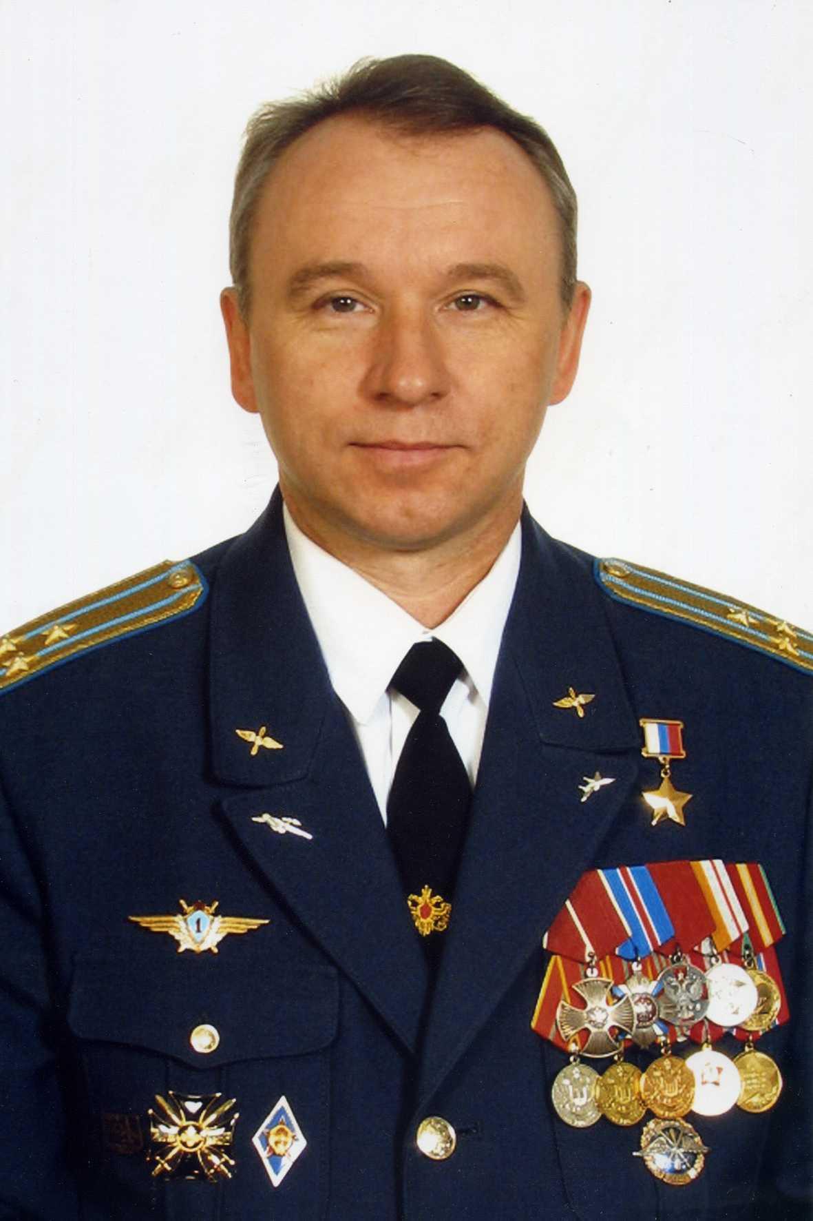 Герой Российской Федерации полковник ОСЫКОВЫЙ Николай Михайлович