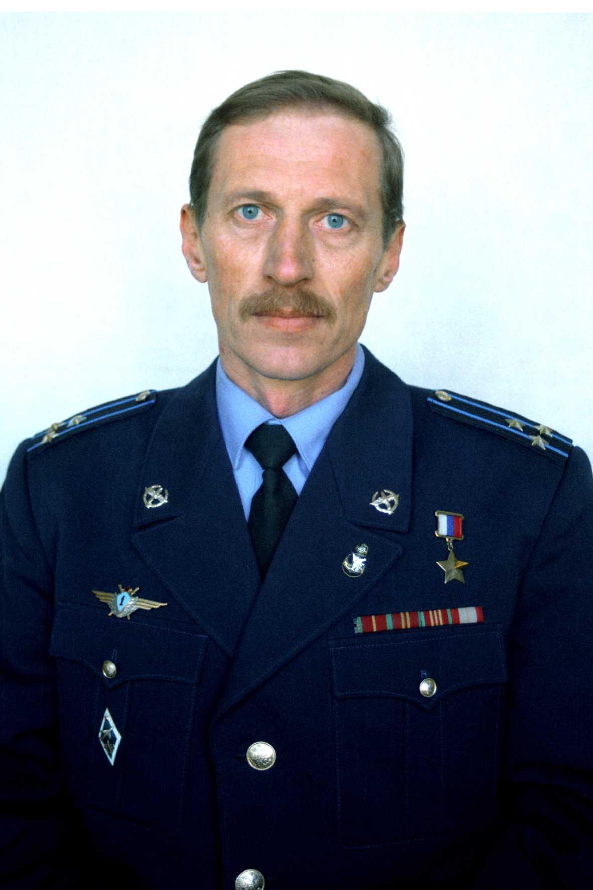 Герой России заслуженный летчик-испытатель полковник РАЕВСКИЙ АЛЕКСАНДР МИХАЙЛОВИЧ
