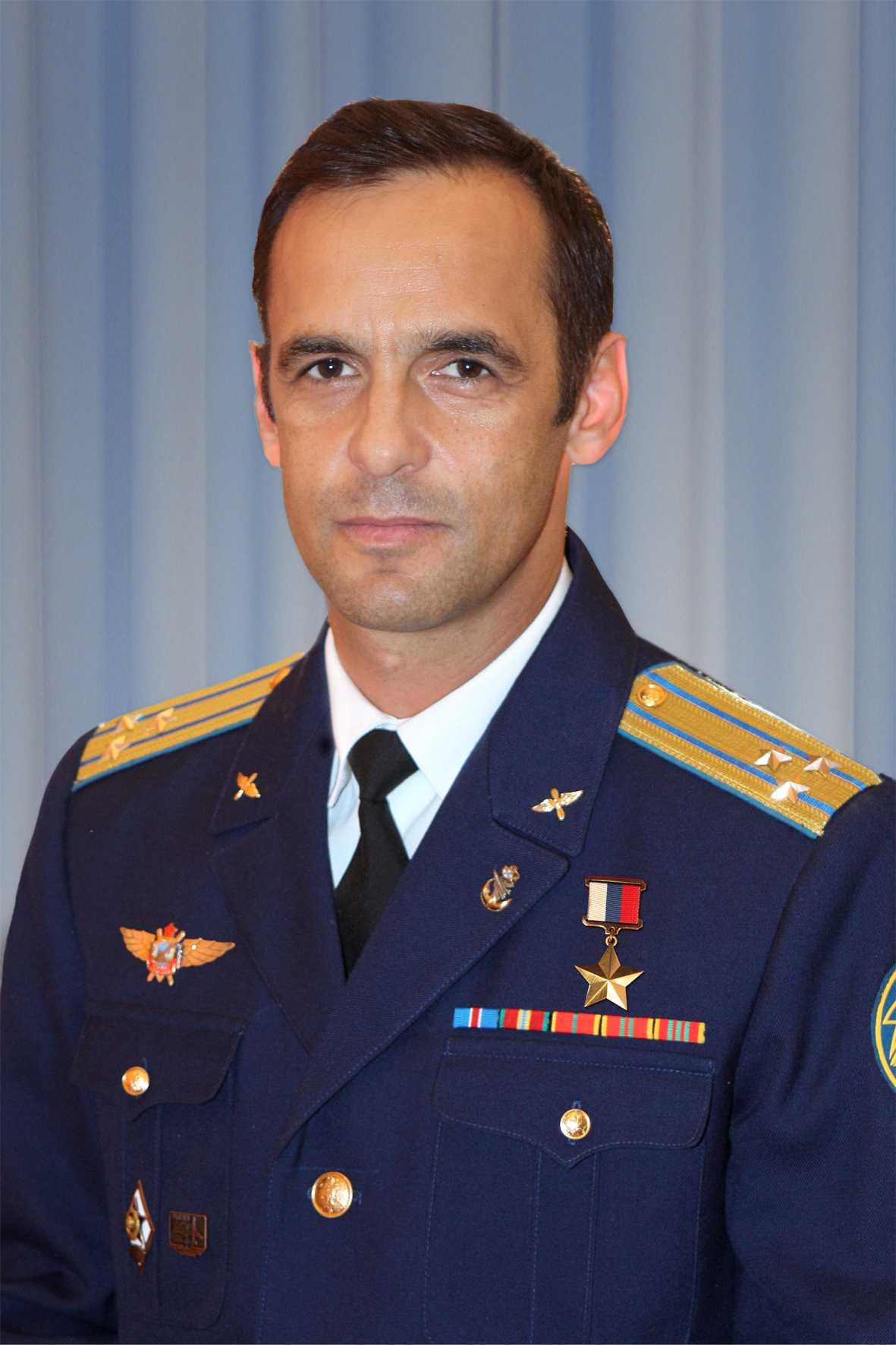 Герой России летчик-испытатель полковник МУТОВИН Олег Евгеньевич