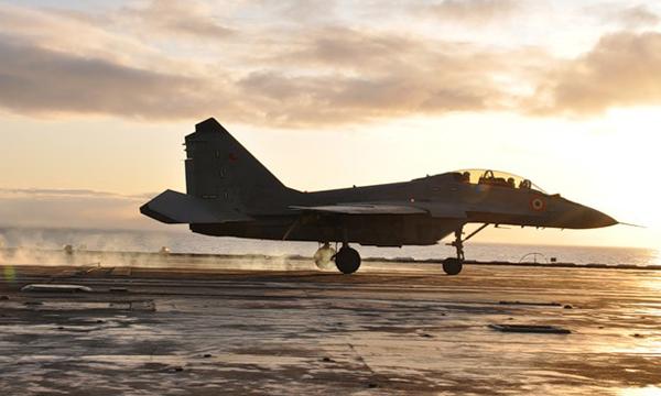 МИГ-29КУБ, прошедший испытания в Ахтубинске, впервые приземлился на палубу авианосца «Адмирал Горшков»