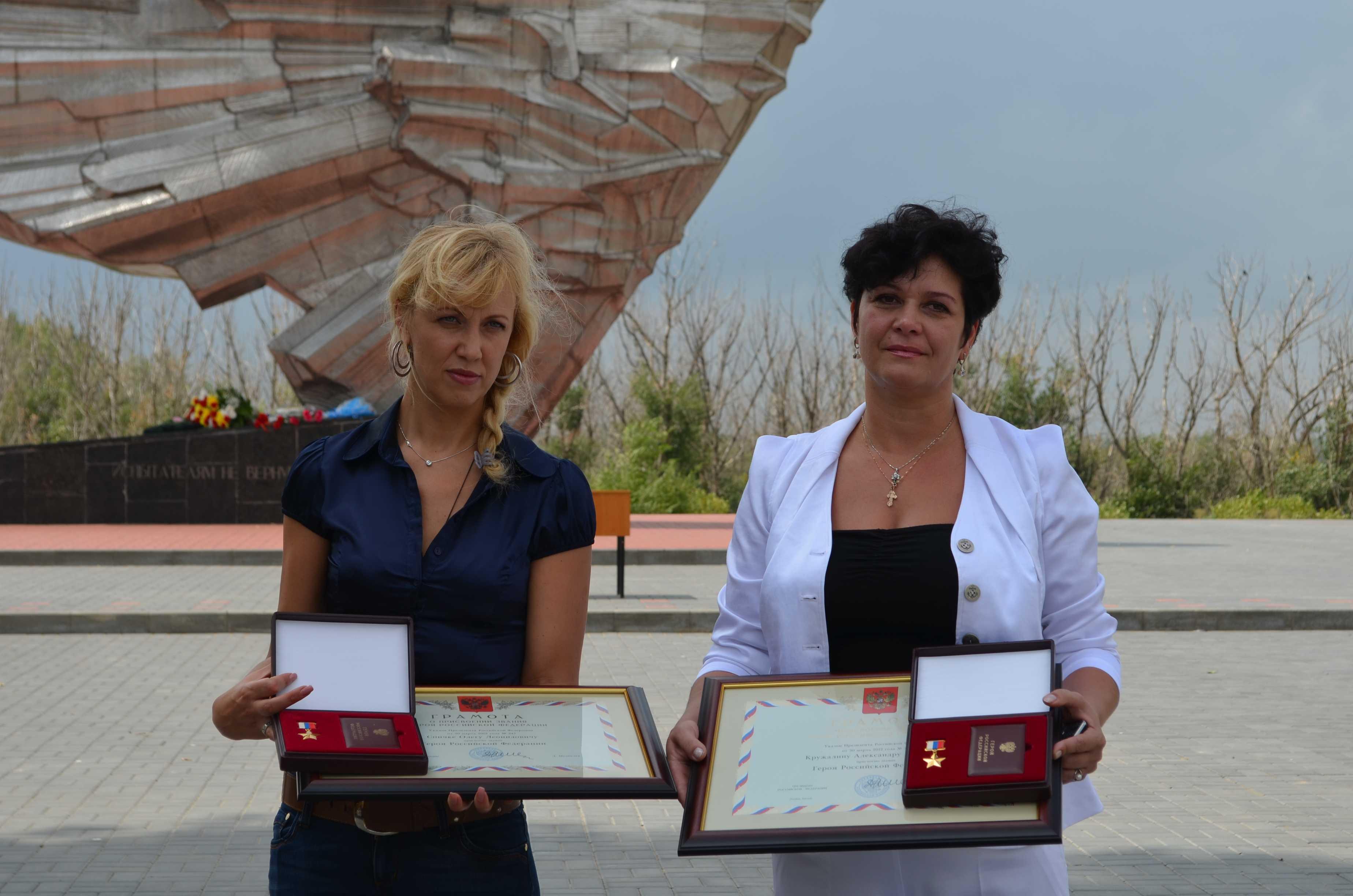 Звезды Героя вручили вдовам погибших летчиков-испытателей