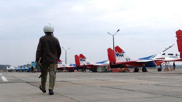 Летчики начали увольняться из легендарных «Стрижей» из-за скандала с командиром и унизительных обязанностей