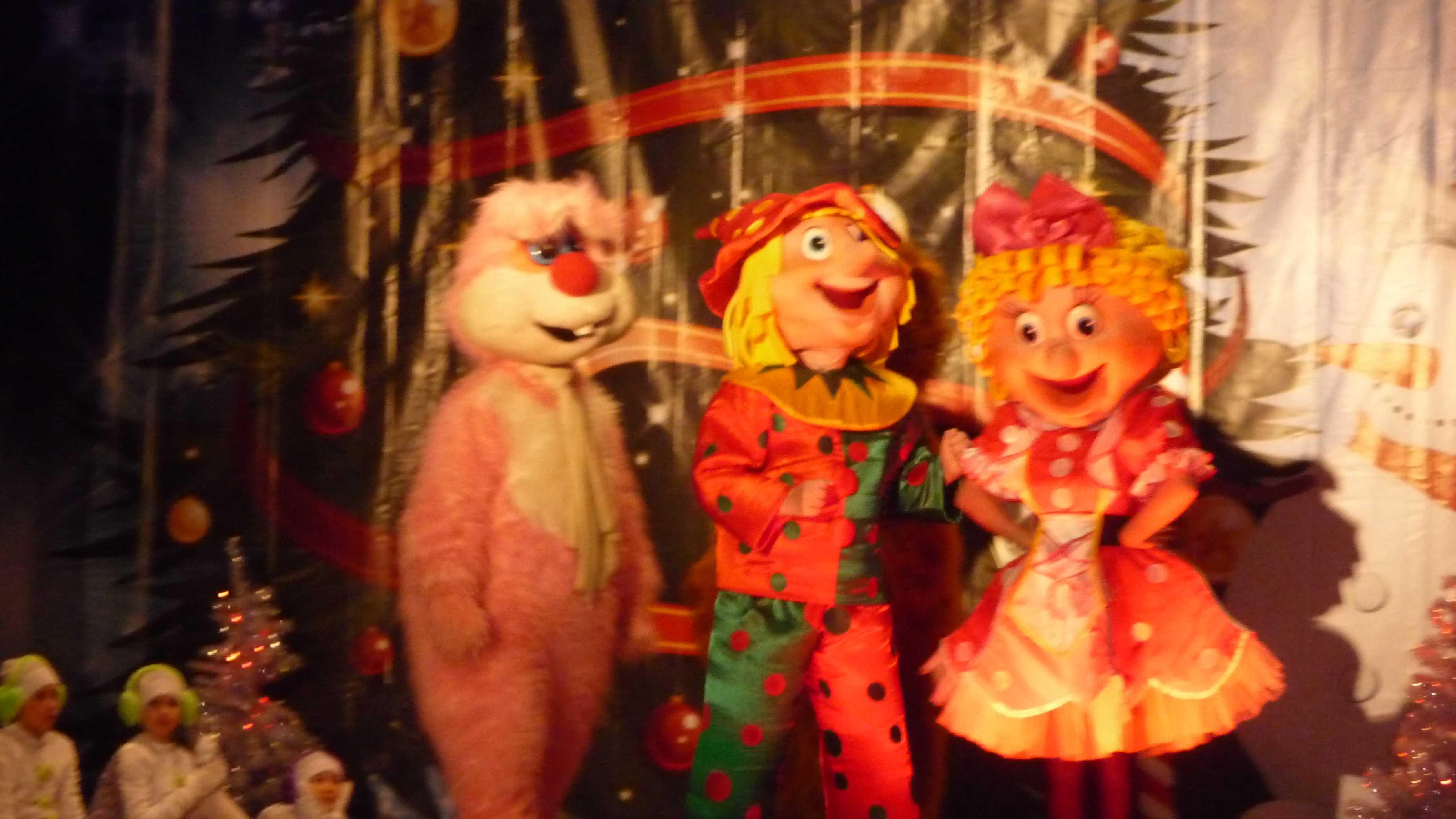 В Доме офицеров прошли новогодние утренники для детей