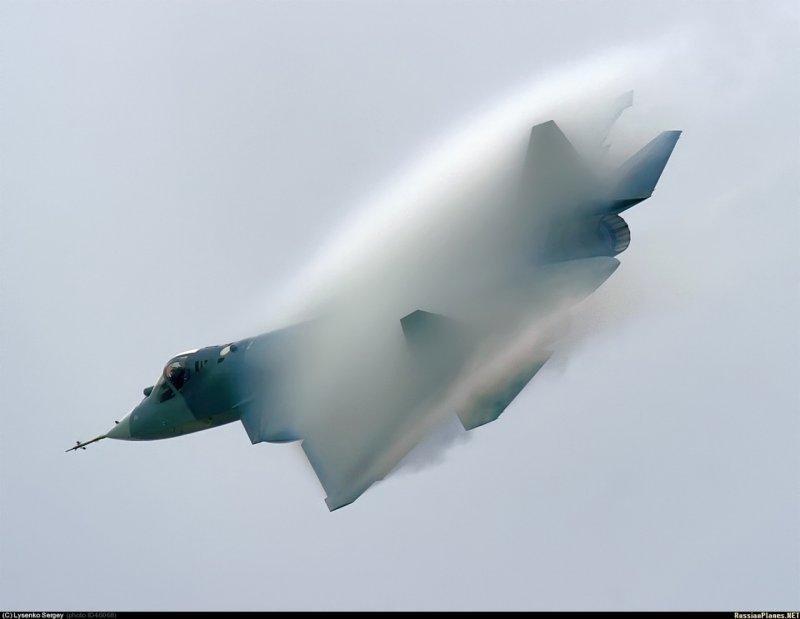 Самолет пятого поколения поднял в небо летчик-испытатель ГЛИЦ