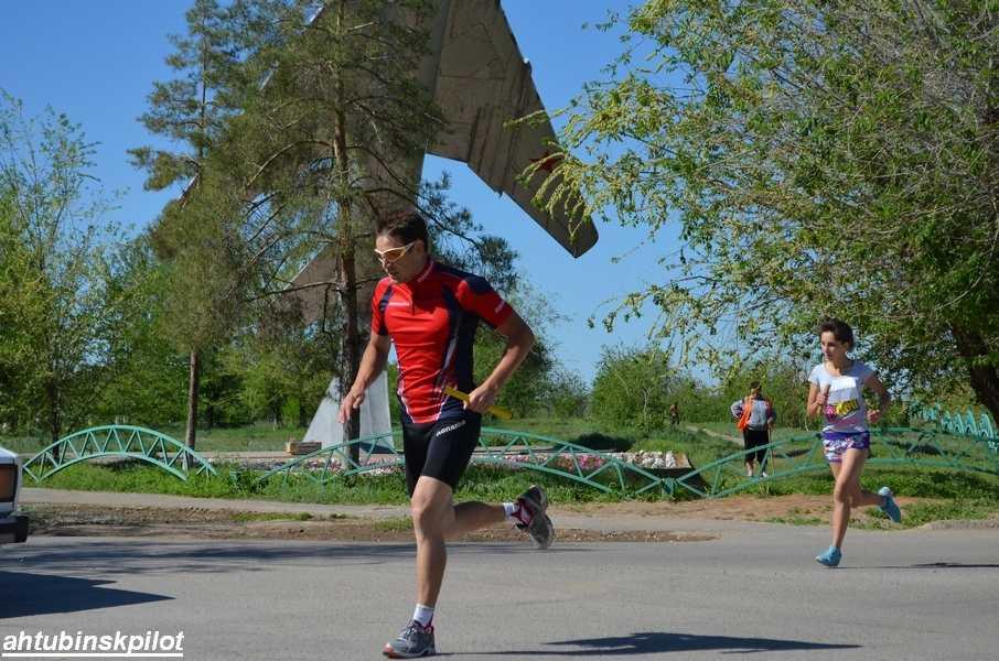Легкоатлетический кросс, посвященный Дню Победы, прошел по улицам Ахтубинска