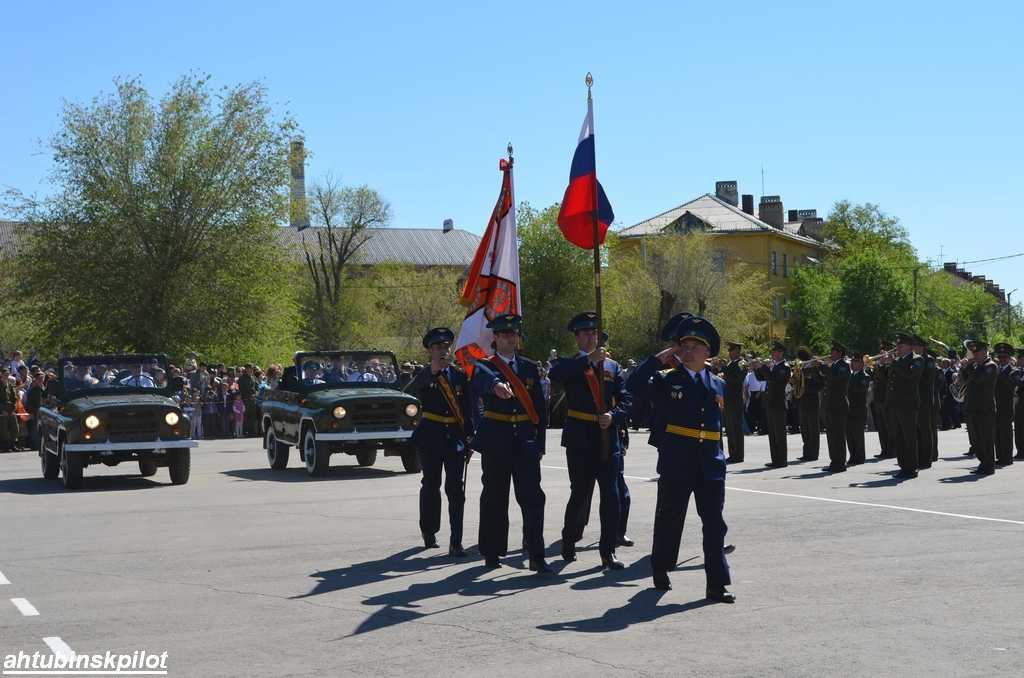 Военный парад в Ахтубинске открыли ветераны