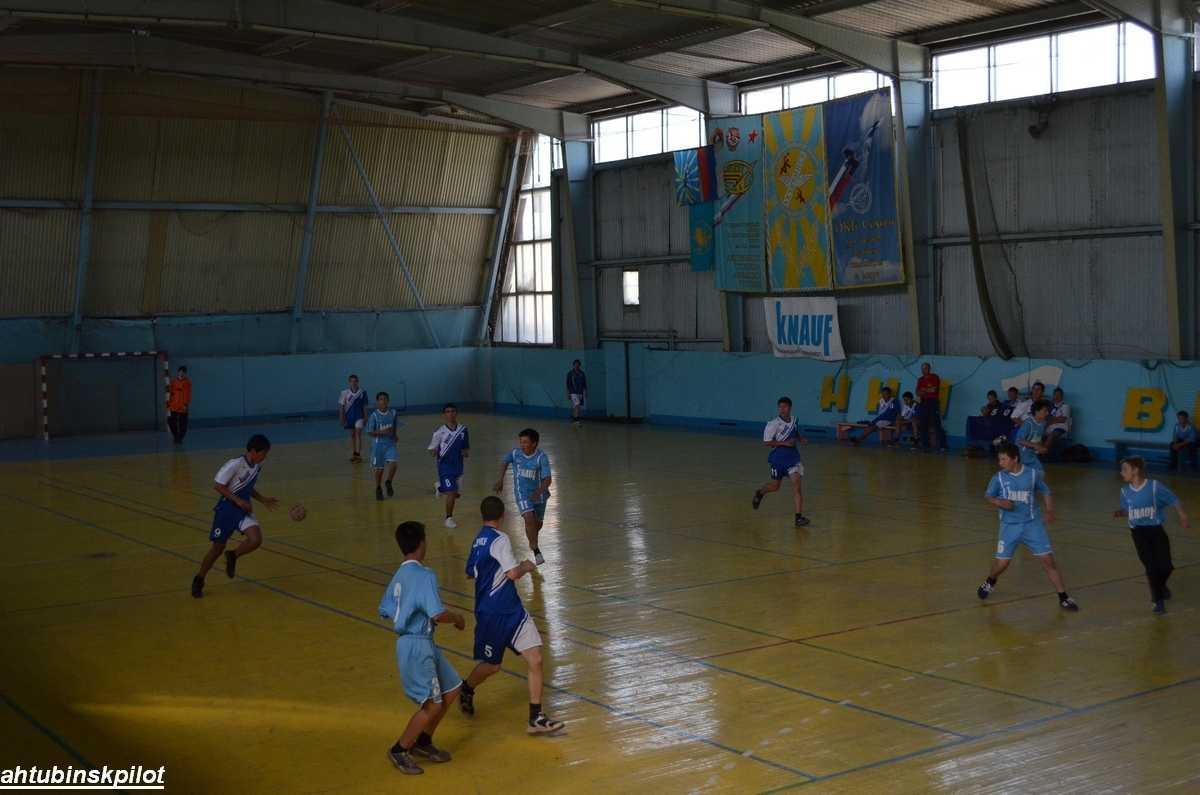 Юные гандболисты встретились на Кубке «КНАУФ ГИПС БАСКУНЧАК»