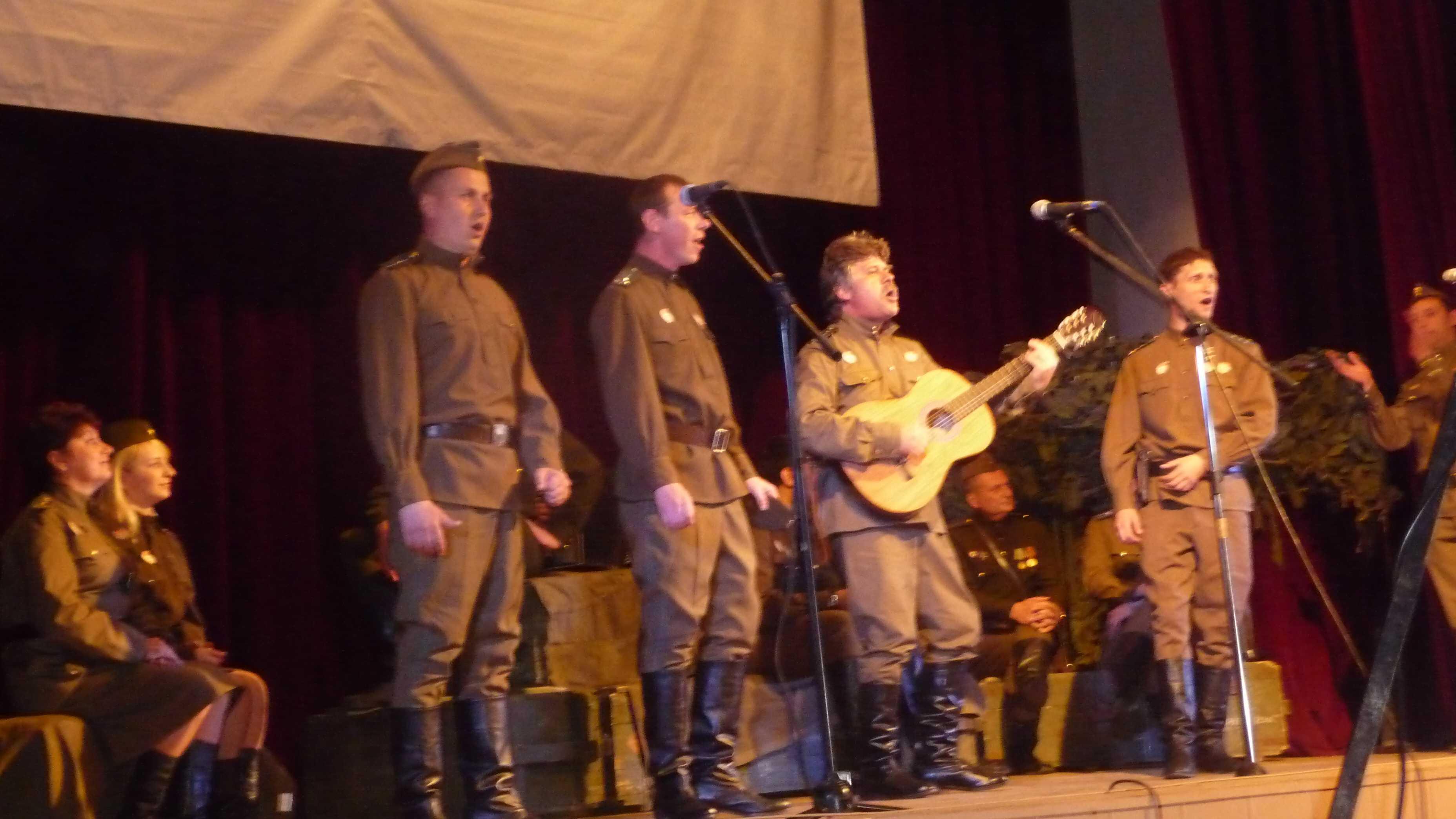 На сцене Дома офицеров «В бой идут одни старики»