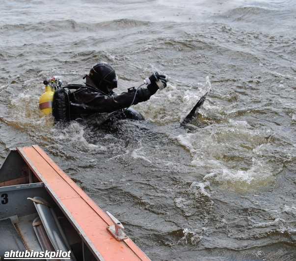 почему движение теплохода в направлении лодки незаметно