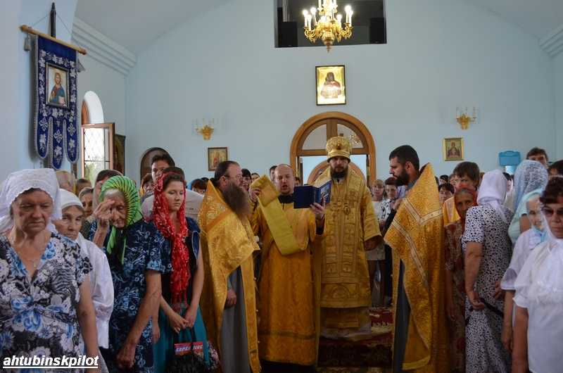 Праздничным богослужением, чаепитием и перезвоном колоколов отпраздновали ахтубинцы 1025-летие крещения Руси
