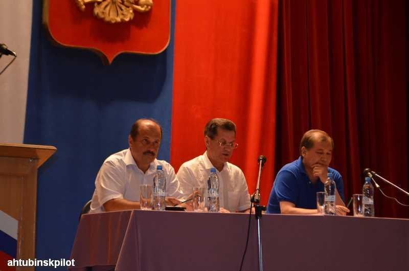 На встрече с жителями Ахтубинского района Александр Жилкин призвал к ответу руководителя энергосбытовой компании