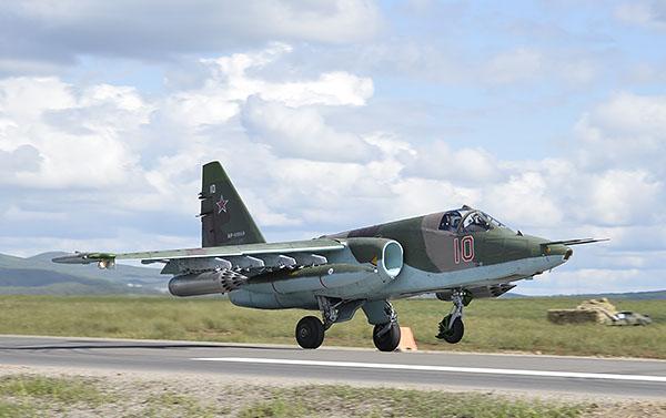 Российский летчик, готовясь к ведению войны с использованием шоссе, совершил уникальную посадку