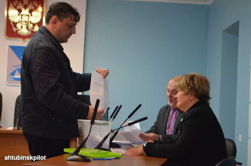 Выборы председателя Совета МО «Ахтубинский район» прошли при преимуществе единороссов