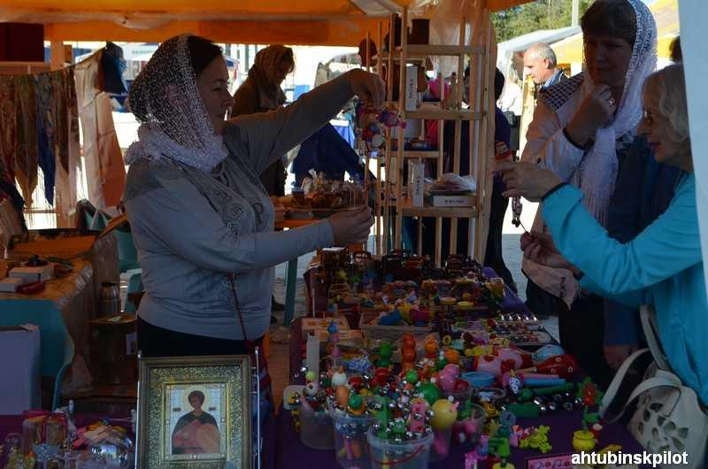 Под знаком православия в Ахтубинске проходит выставка-ярмарка