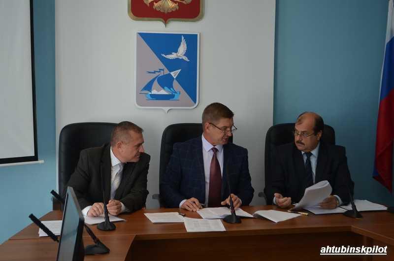 Внеочередное заседание Совета МО «Ахтубинский район» не стало чрезвычайным