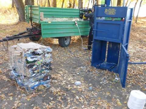 В природном парке «Волго-Ахтубинское междуречье» апробировали новую установку для прессовки мусора