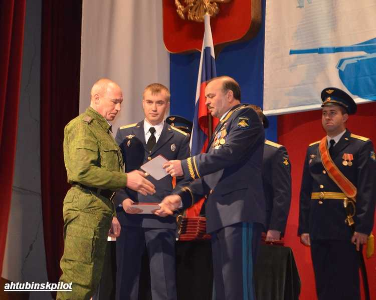 На торжественном собрании говорили об уроках истории и чествовали лучших военнослужащих