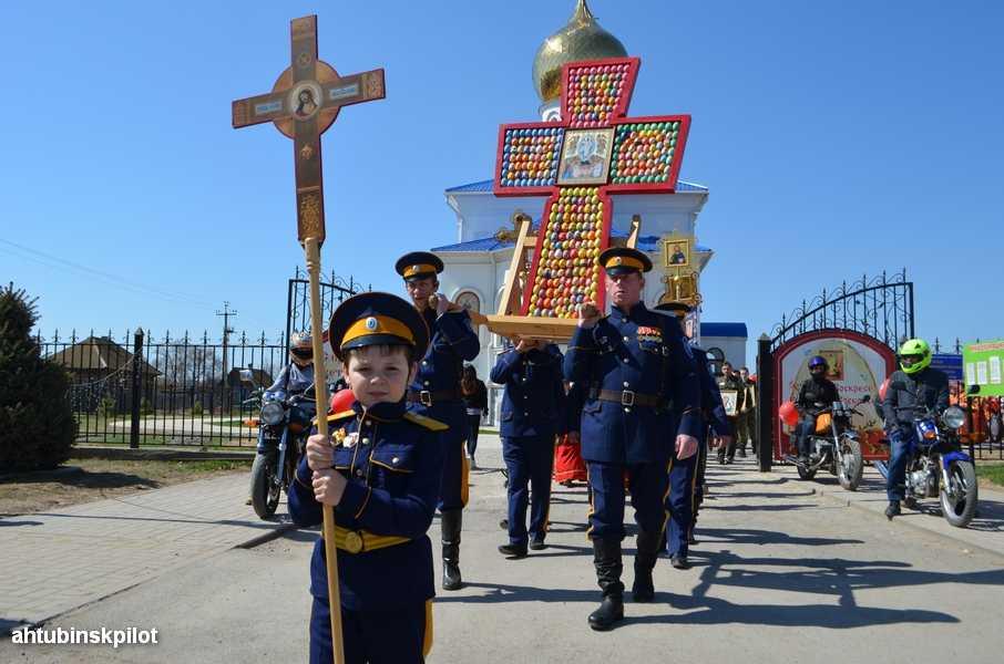 Ахтубинцы прошли Крестным ходом по улицам города