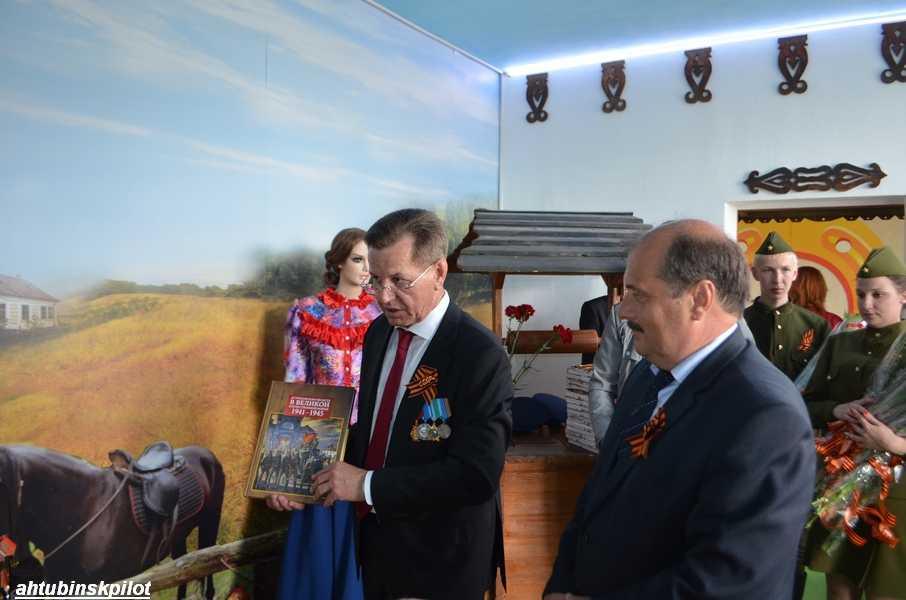 Губернатор встретился с ахтубинскими ветеранами и поблагодарил их за подвиг