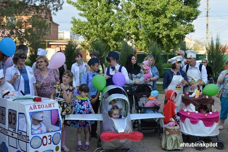 В параде  колясок приняли участие Президент и кукла «жених»