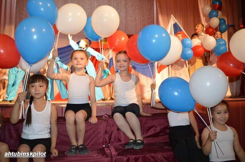В честь Дня России в районном Доме культуры прошел гала — концерт