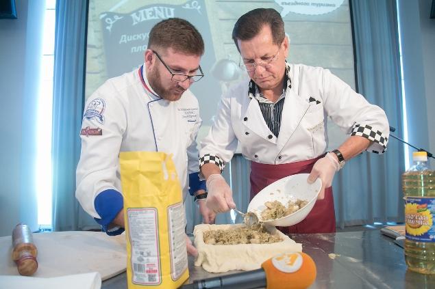 Губернатор Астраханской области дал мастер-класс по приготовлению рыбного пирога с косточками