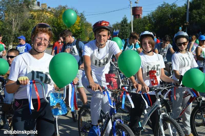 День города и юбилей ГЛИЦ ахтубинцы отметили велопробегом