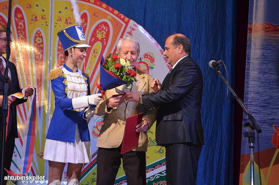 Ахтубинские поэты прославляли район рифмой, а его руководители награждали лучших по профессии