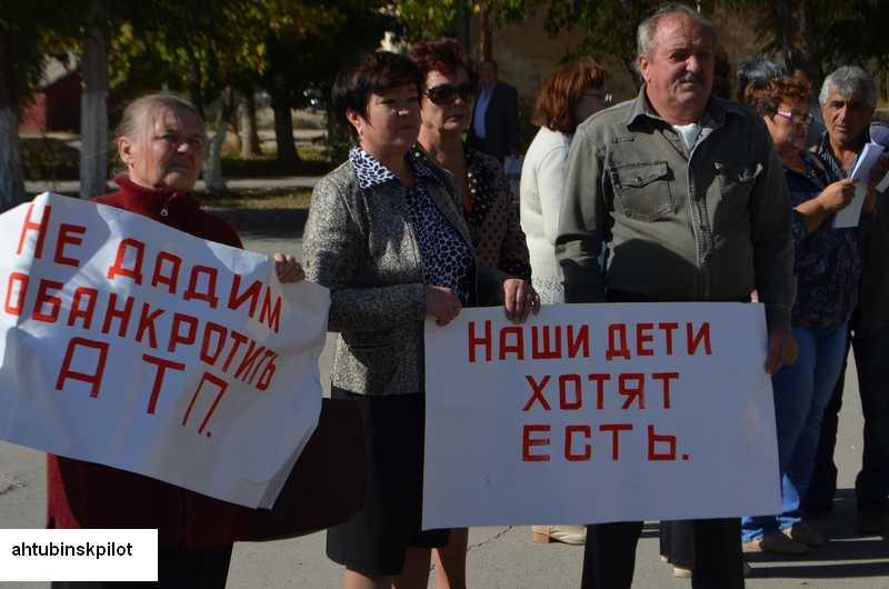 Акция протеста продолжается. Депутат Думы готов возглавить автопредприятие