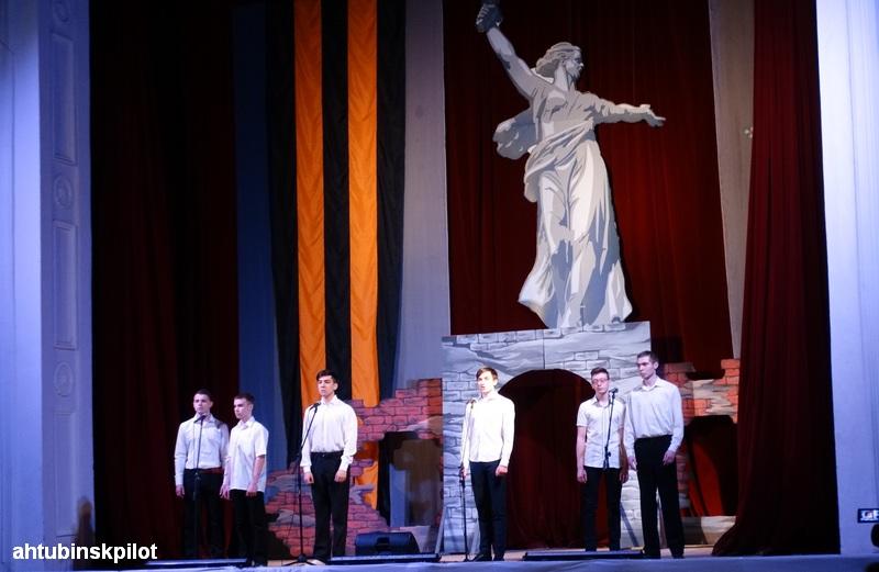 Праздничное театрализованное представление «Непокоренный город»