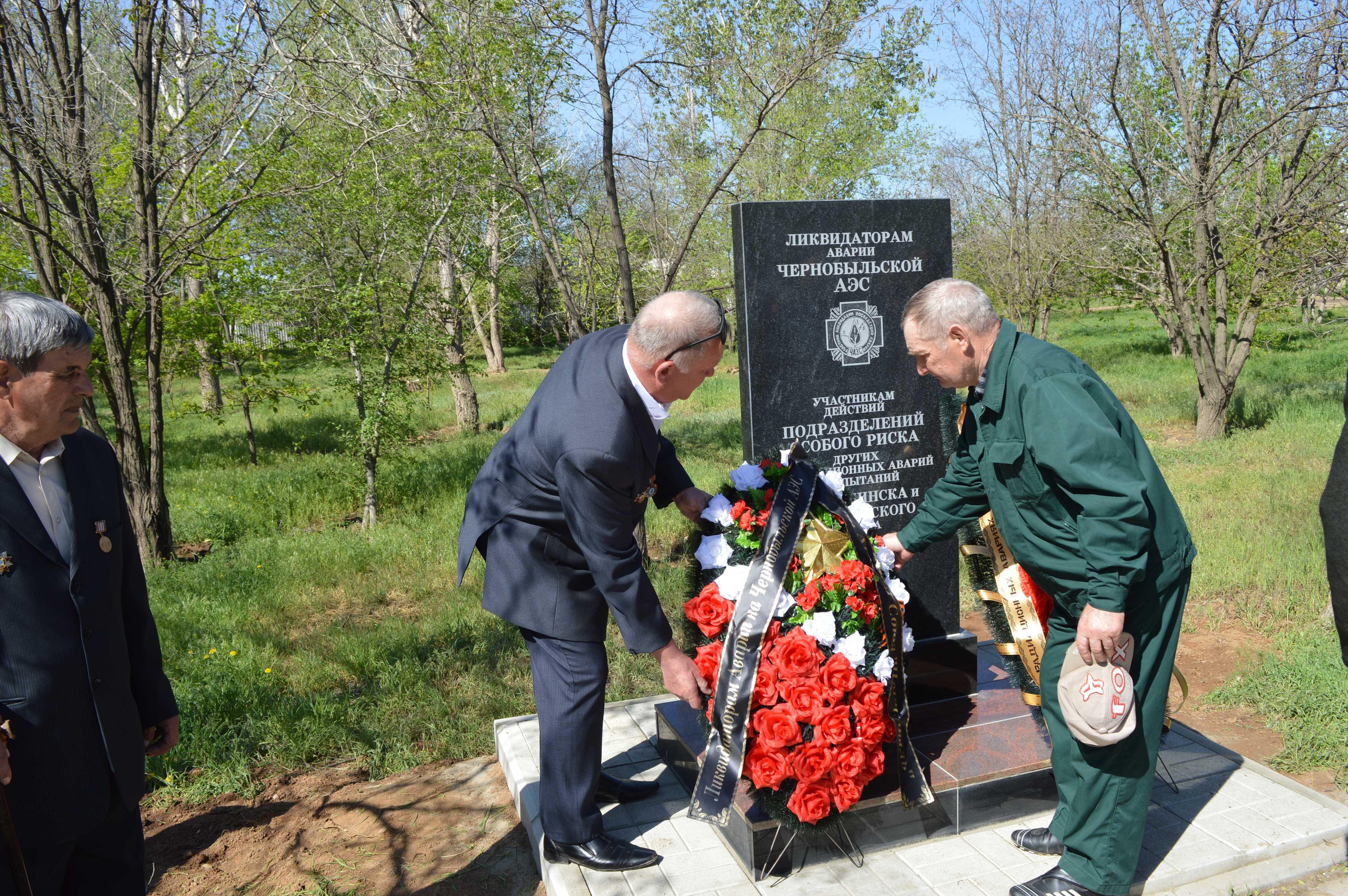В Ахтубинском районе подвиг ликвидаторов-чернобыльцев увековечили памятной стелой