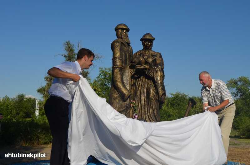 Памятник Петру и Февронии открыли в Ахтубинске