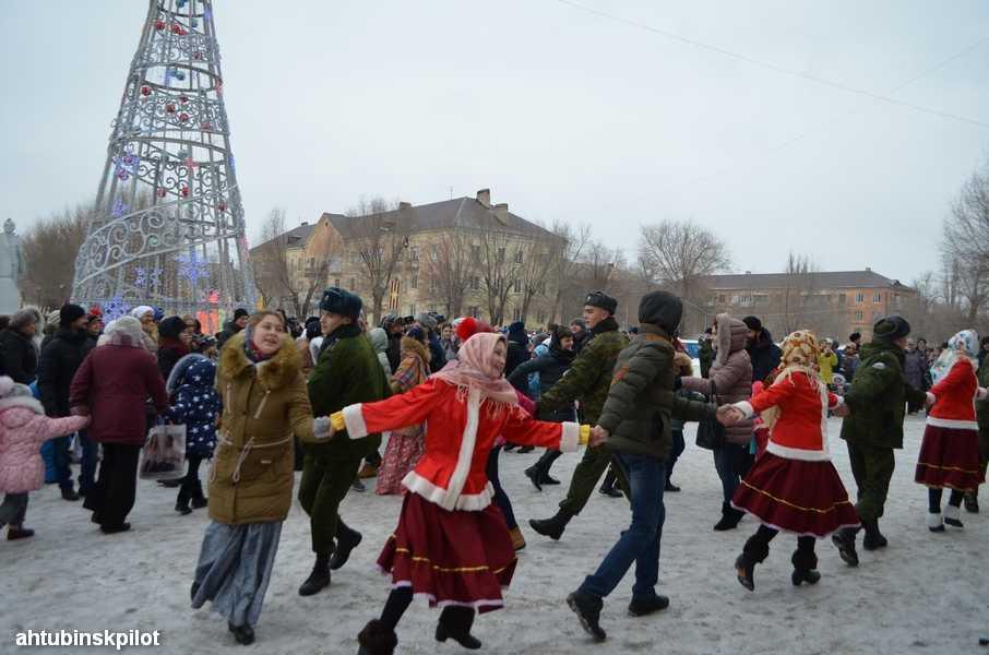 Игры, танцы, хороводы — именно так прошла русская вечерка в Ахтубинске