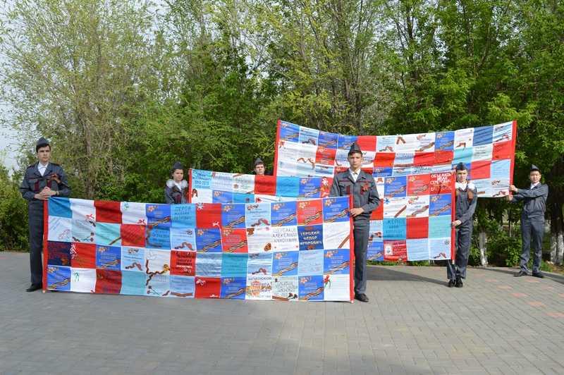Участники игры «Зарница пронесли полотно «Солдатский платок памяти»