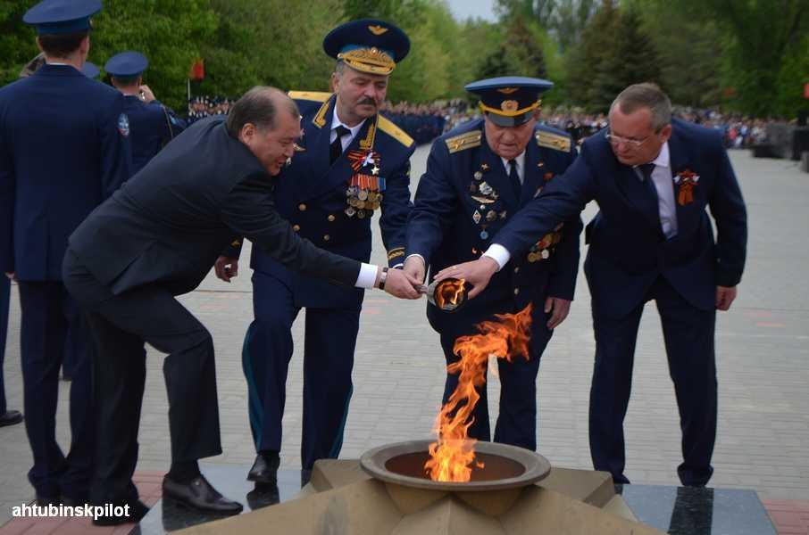 Председатель Думы Астраханской области Игорь Мартынов поздравил ветеранов Ахтубинска с Днём Победы и принял участие в праздничных мероприятиях.