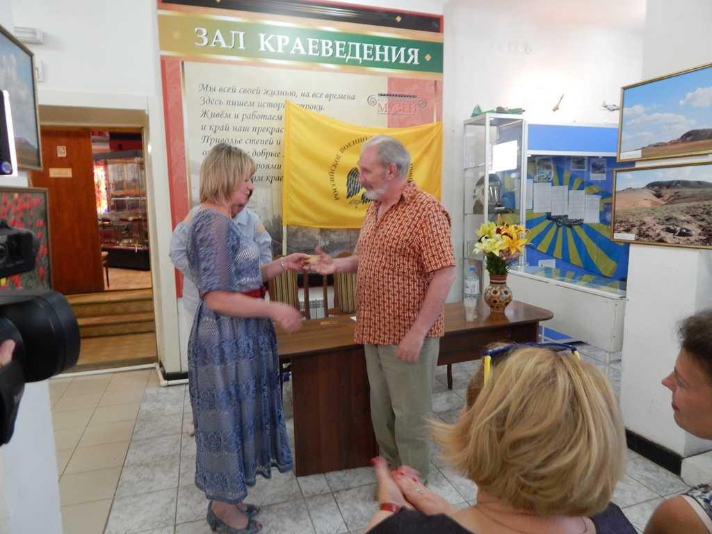 Члены Ахтубинского отделения Российского военно-исторического общества получили членские билеты