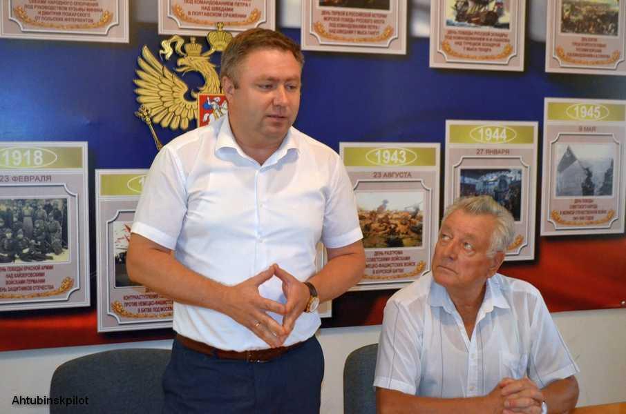 Кандидат на выборах главы Ахтубинского района Алексей Кириллов встретился с военными ветеранами