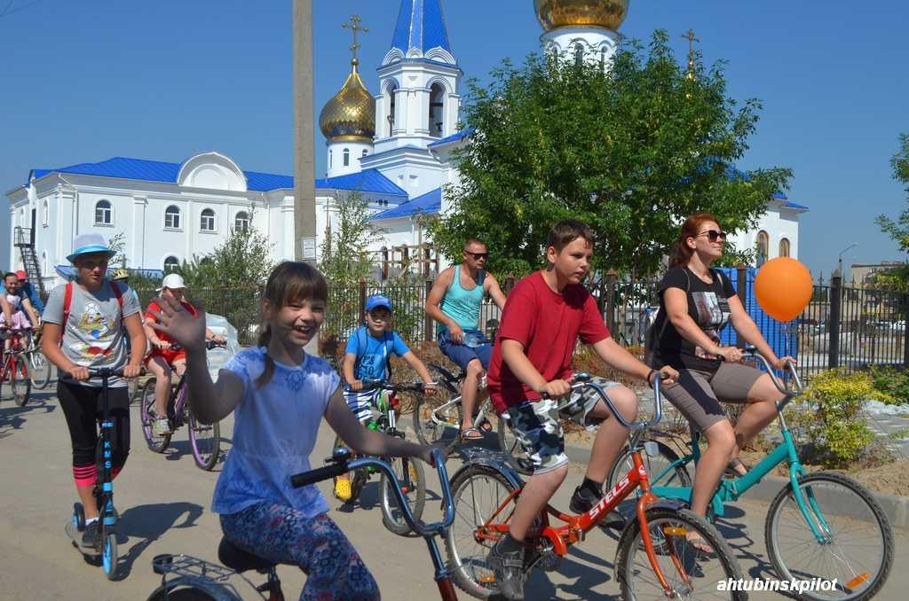 Велопробег и водная битва в День семьи, любви и верности прошли в Ахтубинске