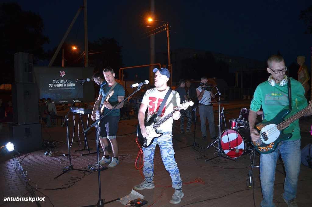 Фестиваль уличного кино под хорошую рок-музыку