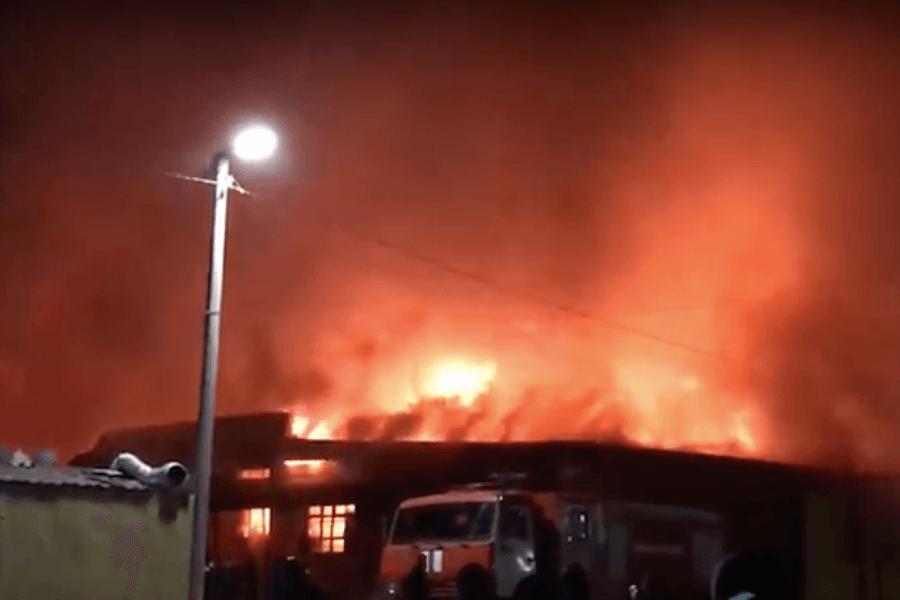 В Ахтубинске горел «Хитрый рынок»