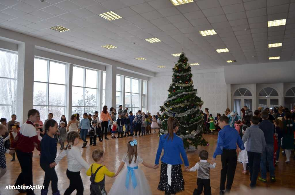 Чудеса вокруг новогодней елки