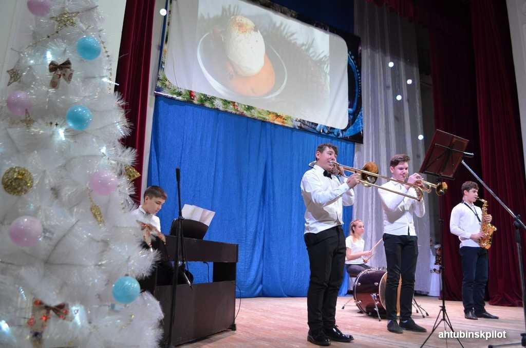 Рождественская тема стала главной в отчетном концерте учащихся и преподавателей ахтубинской детской школы искусств