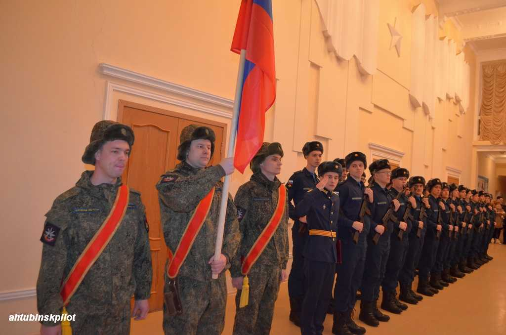 Приведение к присяге молодого пополнения в Доме офицеров Ахтубинского гарнизона становится доброй традицией
