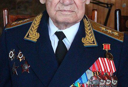 2 марта исполняется 100 лет советскому военачальнику,генерал-полковнику авиации,заслуженному военному лётчику СССР, начальникуГК НИИ ВВСв городеАхтубинске Ивану Дмитриевичу Гайдаенко