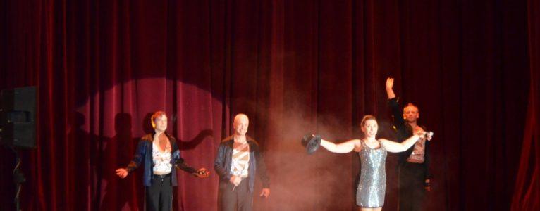 Елена Воробей выступила на сцене Дома офицеров со своим юмористическим шоу