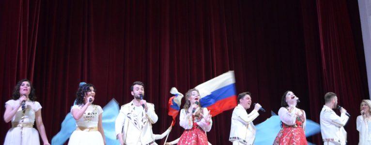 Артисты Центрального Дома Российской Армии представили ахтубинцам большую концертную программу
