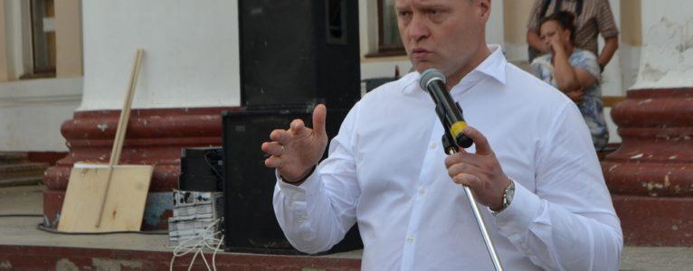 Ближе к народу. В Ахтубинске врио губернатора Игорь Бабушкин избрал новый формат общения