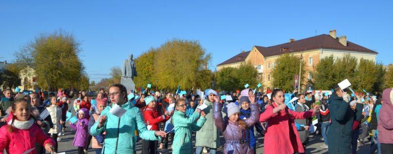 Молодежь Ахтубинска провела флешмоб в честь Дня народного единства